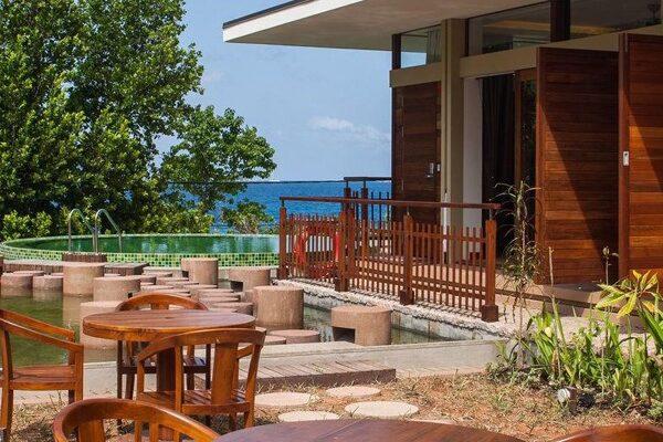 Le-Relax-Luxury-Lodge-bg1