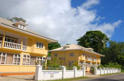 Reef Holiday Apartments_Front View