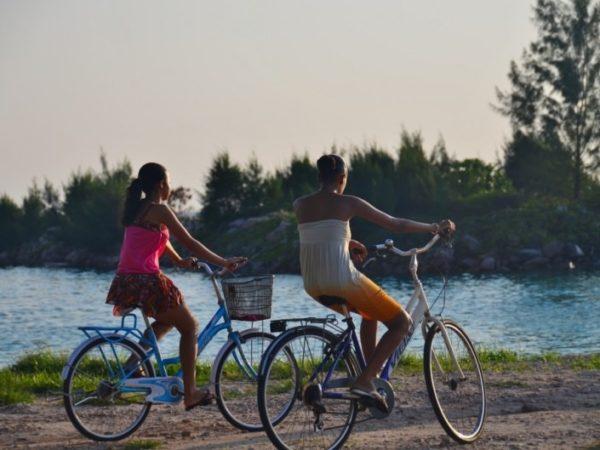 cycling-bike-praslin-la-digue-seychelles