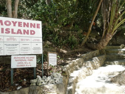 Moyenne Island Entrance